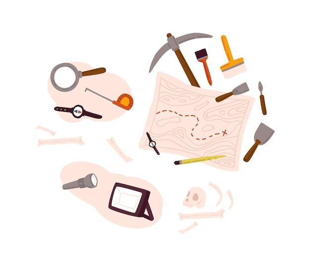 Set der archäologie-ausrüstungsikone mit dem ausgraben von werkzeugen, alten artefakten, karte einzeln auf weißem hintergrund. sammlung des geschichtsforschungselements für die flache illustration des paläontologiesuchvektors.