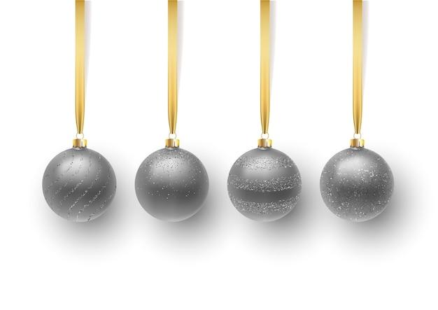 Set der silbernen weihnachtskugel, mit einer verzierung und pailletten. auf weißem hintergrund isoliert.