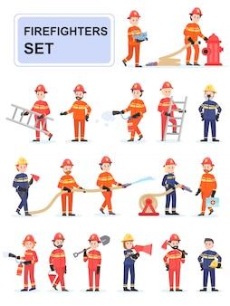 Set feuerwehrleute, die ihre arbeit erledigen.
