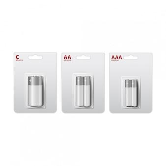 Set glänzende alkalische aa-, aaa-, c-batterien in weißer und schwarzer blisterpackung. verpackt für ihr branding. nahaufnahme auf weißem hintergrund