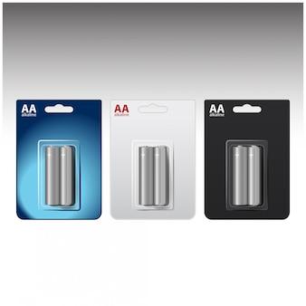 Set glänzende alkalische aa-batterien in blau-weiß-schwarzer blase. verpackt für ihr branding. nahaufnahme auf weißem hintergrund