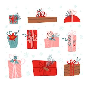 Set mit 10 weihnachtsgeschenken, dekoriert mit pflanzen, bändern und recyceltem geschenkpapier. hygge vintage handgezeichneten stil. flache gekritzelillustration.