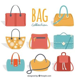 Set mit bunten handtaschen der frau