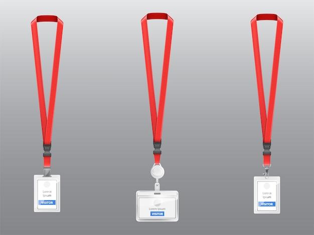 Set mit drei realistischen plastikabzeichen, halterungen mit clips, schnallen und roten lanyards