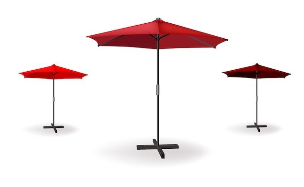 Set mit drei roten regenschirmen.