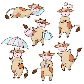 Set mit lustigen niedlichen kuh der karikatur, beige mit braunen flecken, auf weißem hintergrund