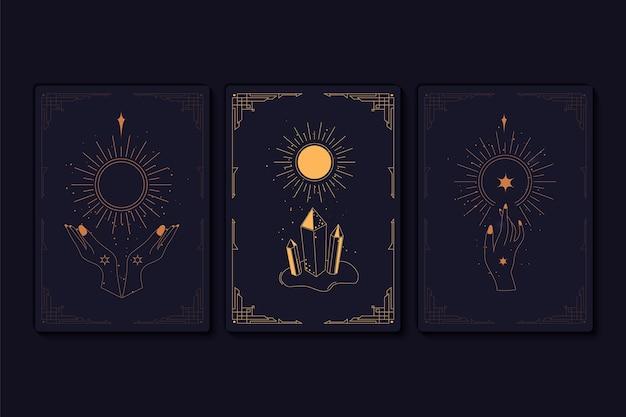 Set mystischer tarotkarten. elemente von esoterischen, okkulten, alchemistischen und hexensymbolen. sternzeichen. karten mit esoterischen symbolen. silhouette von händen, sternen, mond und kristallen. vektor-illustration