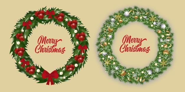 Set neujahr und weihnachtskranz. traditionelle girlande mit schneeflocken, bändern, goldenen und silbernen kugeln auf weihnachtsbaumzweigen isoliert, von stechpalme mit roten beeren verzierten rote schleifen.