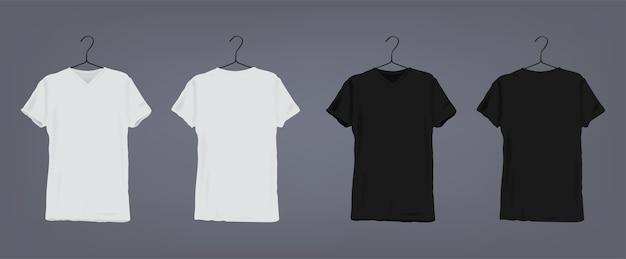 Set realistisches weißes und schwarzes klassisches unisex-t-shirt mit rundem ausschnitt am kleiderbügel. vorder- und rückansicht.