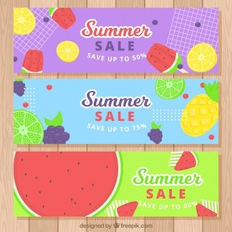 Set sommerverkaufsfahnen mit verschiedenen früchten