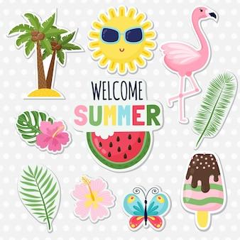 Set süßer sommeraufkleber. süßer tukan, eis, wassermelone, ananas, zitrone, banane und cocktail. design für sommerkarten, poster oder partyeinladungen