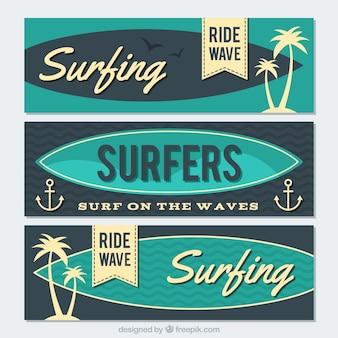 Set vintage surf-banner mit palmen