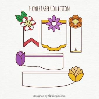 Set von fünf dekorativen etiketten mit farbigen blüten