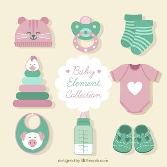 Set von kleidung und baby-artikel
