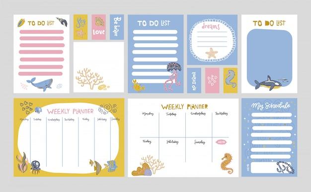 Set von planern und aufgabenlisten mit einfachen skandinavischen illustrationen von meereslebewesen und trendigen schriftzügen.