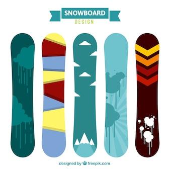 Set von snowboards mit verschiedenen abstrakten mustern