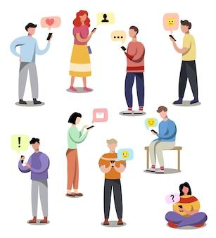 Set von verschiedenen modernen menschen, die sms am gerät erhalten