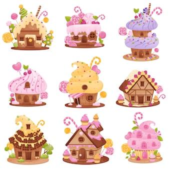 Set von verschiedenen süßen häusern. dekoriert mit sahne, zuckerguss, buntem dragee, erdbeeren, kirschen und cupcakes.