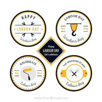 Set von vier runden etiketten mit gelben details für den arbeitertag