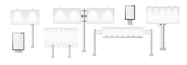 Set von werbetafeln mit weißen vorlagenbannern für außenwerbung auf der straße. 3d-poster, plakate und werbedisplays mit licht für die werbung. vektor-illustration