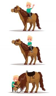 Setze den jungen mit einem pferd. junge reitet zu pferd. junge, der ein pferd umarmt.
