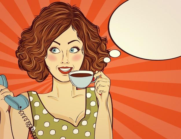 Sexy pop-art-frau mit kaffeetasse. werbeplakat in comic-stil.