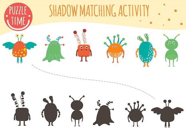 Shadow matching aktivität für kinder. weltraumthema. nette lustige lächelnde aliens.
