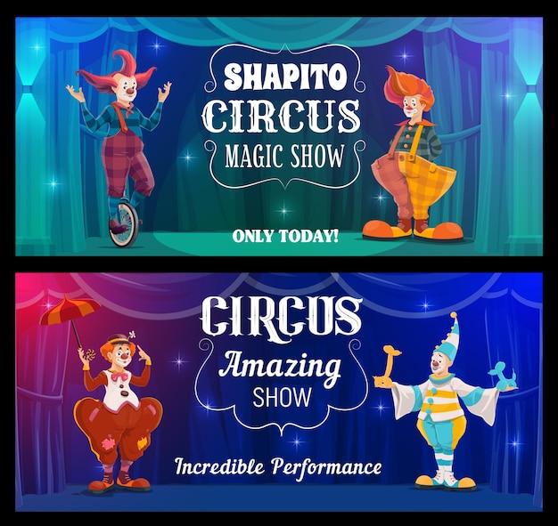 Shapito-zirkusshow, cartoon-clowns-vektor-banner. lustige darsteller auf der großen top-arena. karnevalslustige und narren in bunten kostümen, perücken, make-up und falscher nase führen eine zaubershow auf der bühne auf