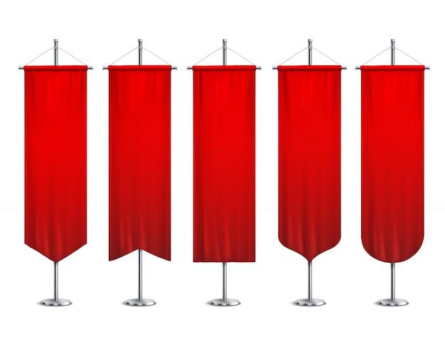 Signalisieren sie rote lange sportwerbungswimpel-fahnenproben auf realistischer satzillustration des pfostenstand-stützsockels