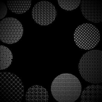 Silberne kreise mit verschiedenen geometrischen mustern auf schwarz