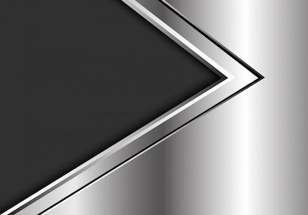 Silberne schwarze pfeilrichtung auf dunkelgrauen hintergrund.