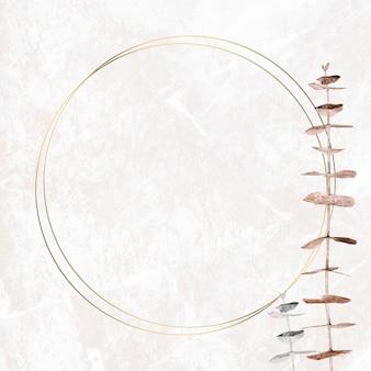 Silberner und goldener eukalyptuszweig mit runder rahmenschablone