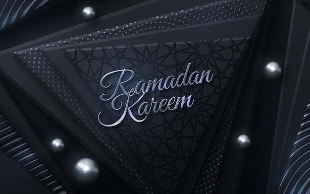 Silberzeichen des ramadan kareem auf schwarzem geometrischem hintergrund
