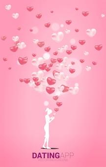 Silhouette der frau verwenden handy mit mehreren herzpartikeln. konzept für online-liebes- und dating-anwendung.