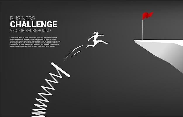 Silhouette der geschäftsfrau springen zur roten fahne auf klippe mit sprungbrett
