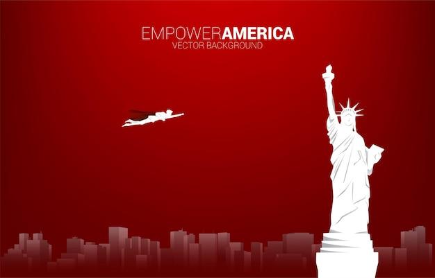Silhouette des geschäftsmannes fliegen mit freiheitsstatue. geschäftskonzept für den start in den vereinigten staaten.