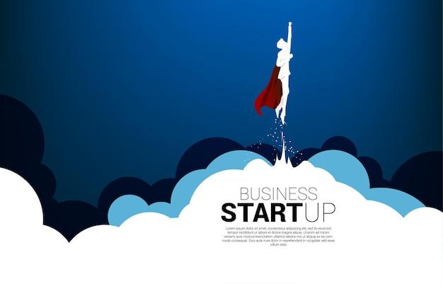 Silhouette des geschäftsmannes fliegenden himmel aus der wolke. geschäftsbanner für start-up und schnell wachsendes unternehmen.