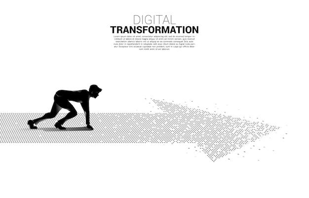 Silhouette des geschäftsmannes in der bereiten position auf dem pfeil vom pixel. konzept der digitalen transformation des geschäfts.