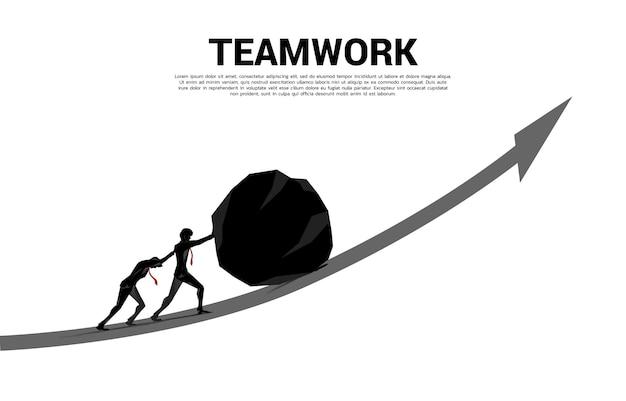 Silhouette des geschäftsmannteams, das den großen felsen auf das wachstumsdiagramm drückt. konzept der geschäftlichen herausforderung und teamarbeit.