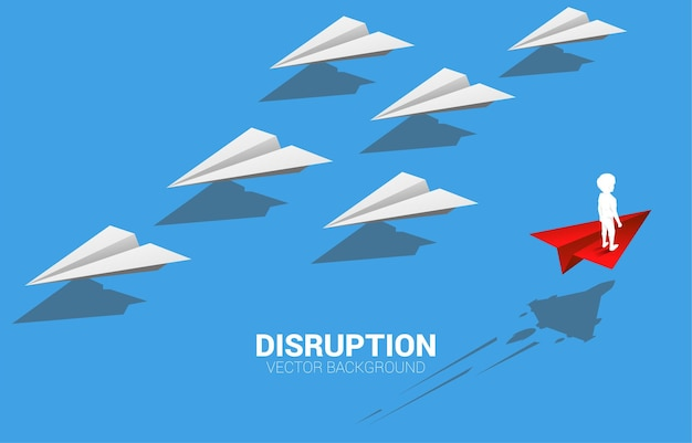 Silhouette des jungen, der auf rotem origami-papierflugzeug steht, gehen anderen weg als gruppe von weiß