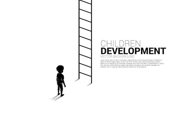 Silhouette des kindes, das mit der leiter steht, um nach oben zu gehen. banner der kindererziehung und des lernens.