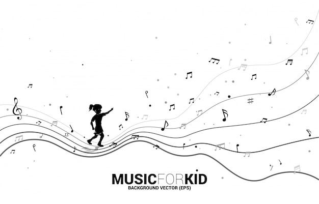 Silhouette des mädchens, das mit tanzender flussform-musiknote läuft. konzept hintergrundmusik für kind und kinder.