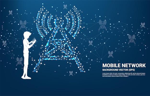 Silhouette des menschen verwenden handy-antennenturm symbol polygon-stil von punkt und linie verbindung. konzept der telekommunikationsmobil- und datentechnologie