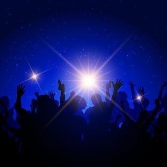 Silhouette einer party-menge auf einem nachthimmel hintergrund