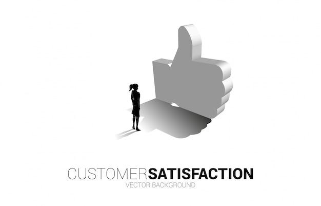 Silhouette geschäftsfrau, die mit 3d daumen hoch symbol steht. konzept der kundenzufriedenheit, kundenbewertung und ranking.