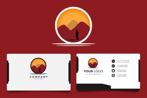 Silhouette mann steht mitten in der wüste nach einer langen reise bereit für logo, maskottchen, t-shirt-design