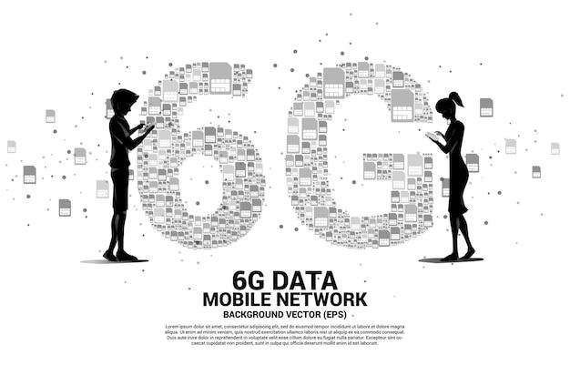 Silhouette von mann und frau verwenden handy mit 6g von der mobilen sim-karten-vernetzung. konzept für globales mobilfunknetz.