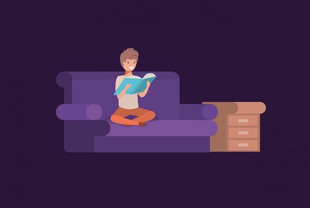 Sitzendes lesebuch des jungen studenten im wohnzimmer