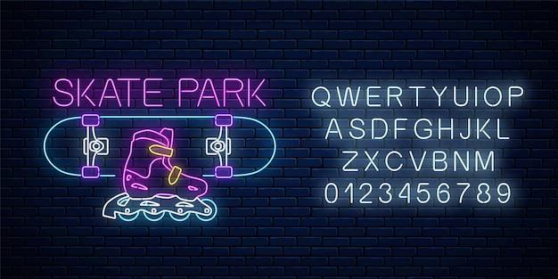 Skatepark leuchtende neonreklame mit alphabet auf dunkler backsteinwandoberfläche. skaten auf skateboard und rollenzonensymbol im neonstil. skateboard-verleih-logo. illustration.