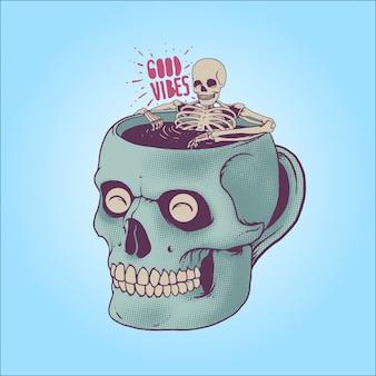 Skelett, das ein bad auf schädelkaffeetasse nimmt. gute stimmung